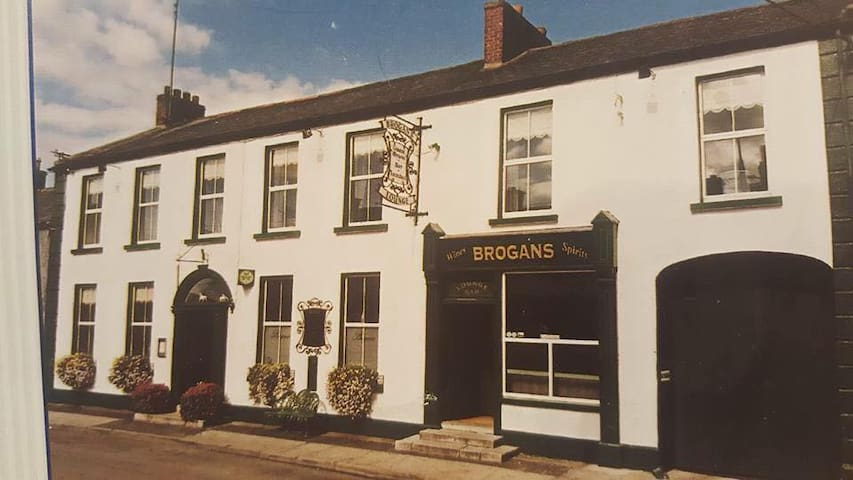 Brogan's Bar & Guesthouse - Trim - Konukevi