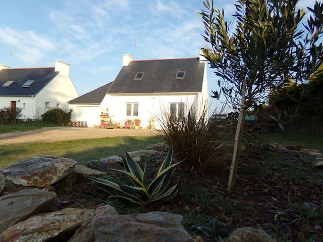 Charming house in Baie d'Audierne - Plozévet - Huis