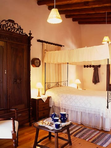 Avli Traditional Holidays Houses - Lythrodontas - Boetiekhotel