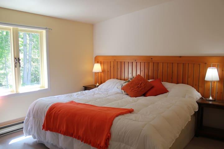Tara Shanti Bed & Breakfast - Orange Room - Kootenay Bay - Oda + Kahvaltı