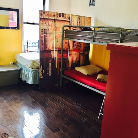 Bottom Bunk in Shared Room - Brooklyn - Appartement