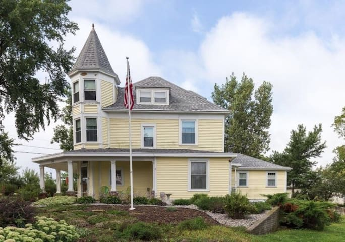 Welcome Home to The Crystal Key Inn - Newman Grove - Гестхаус