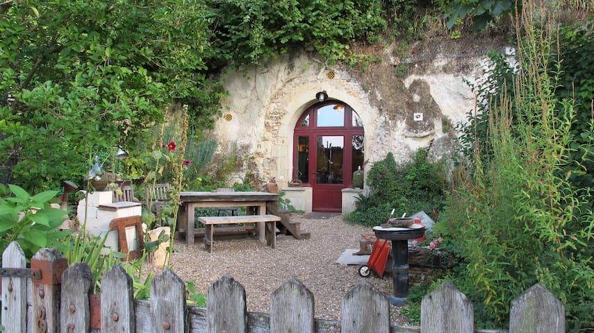 Charmant loft troglodyte dans village classé - Lavardin - 洞穴