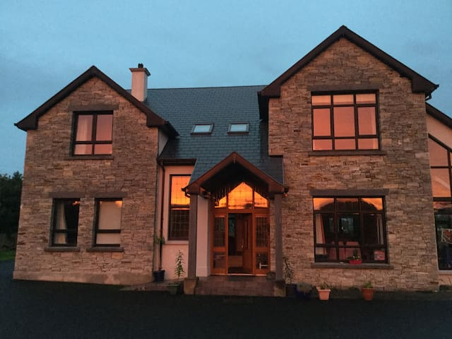 Large house big rooms total peace - Letterkenny - Hus