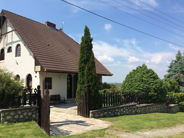 Kilátó Ház: Meseházikó festői panorámával a tóra - Orfű - Ev