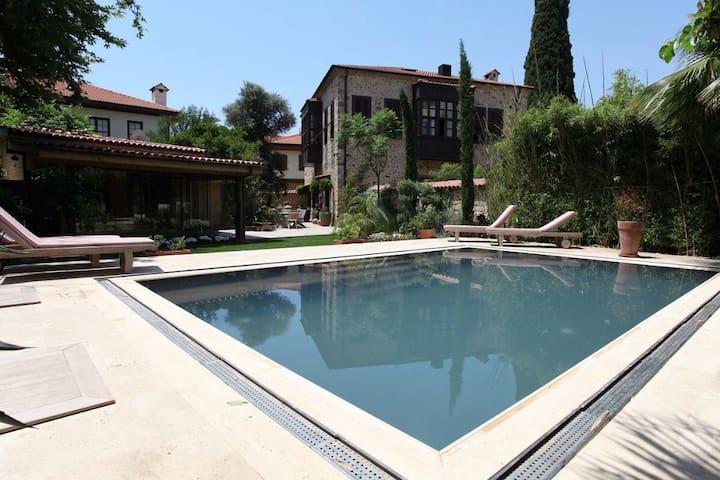 Charming Villa with Garden & Pool - Muratpaşa - Huvila