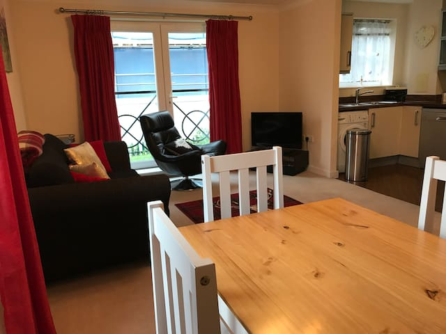 McFawe Apartments (2-bed apartment with parking) - Aylesbury - Apartamento