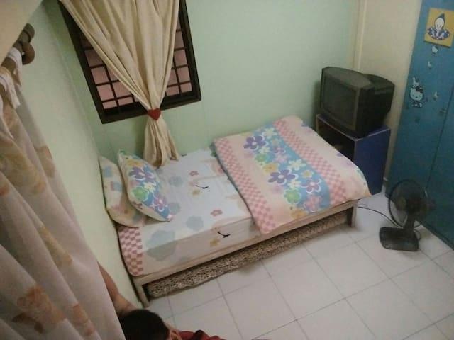 Cosy one room with spacious toilet. No aircon - Singapura - Apartamento