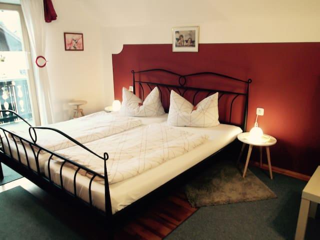 B&B-Apartment + room-Garmisch 21 km - Unterammergau