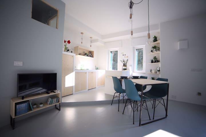 FRIENDLY LOFT IN THE NAVIGLI AREA - Milaan - Appartement