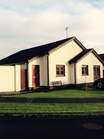 Light and spacious bungalow near the beach - Ballymoney - Casa