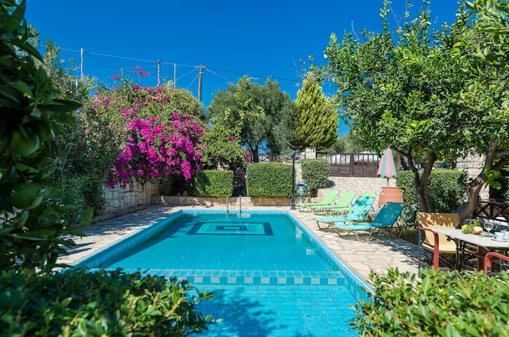 Villa Melini, 2 BD, private pool - Sfakaki - Vila