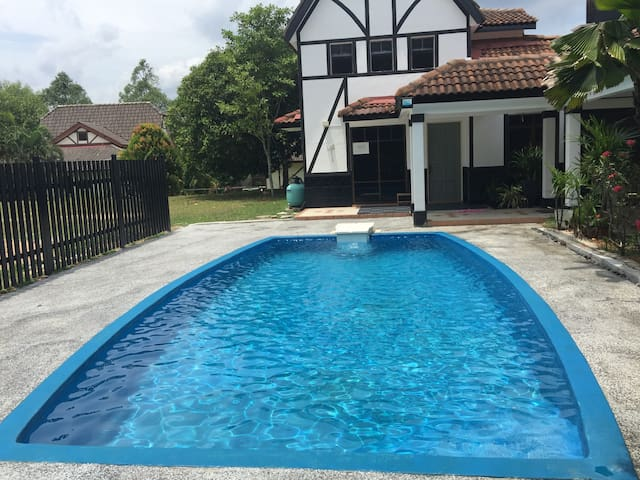 4 Bedroom A Famosa Villa with Private Pool - Alor Gajah - Villa