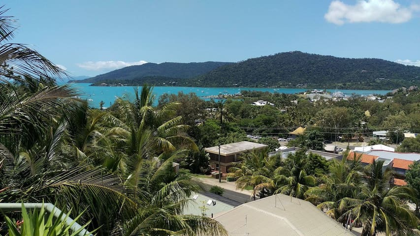 Penthouse in Airlie Beach - QUEEN ROOM - Airlie Beach - Apartment