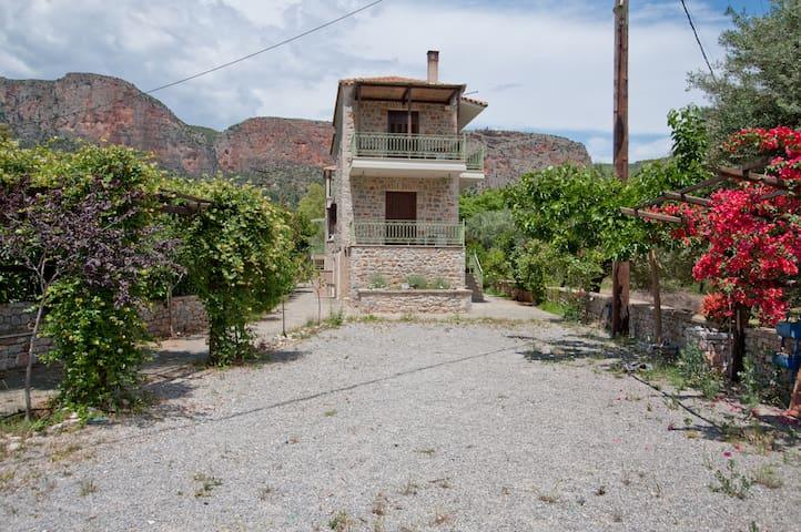 Picturesque Houses - Leonidio - Apartemen