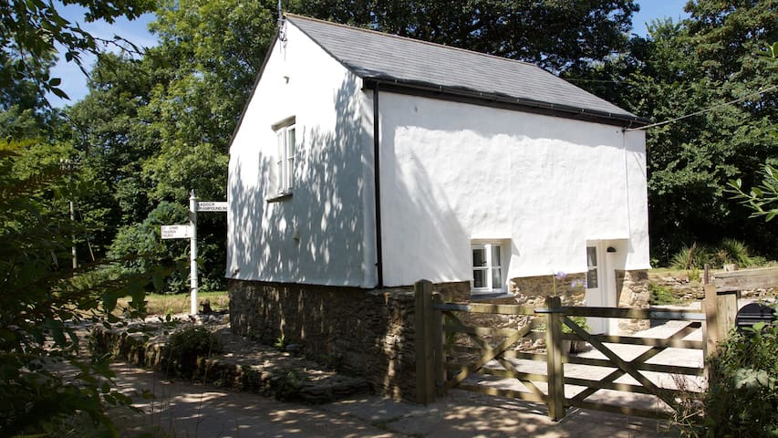 NEW listing.  Luxury cottage in central Cornwall. - Saint Erme - Hus