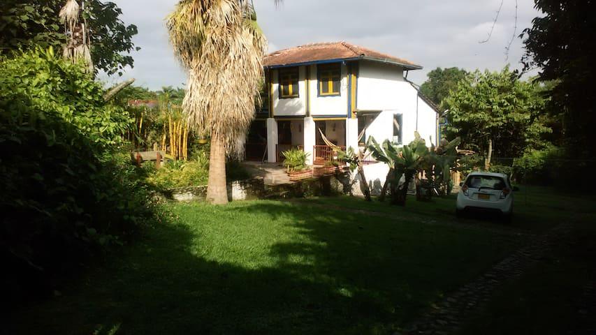 CasaLinda - Calarcá - Pension
