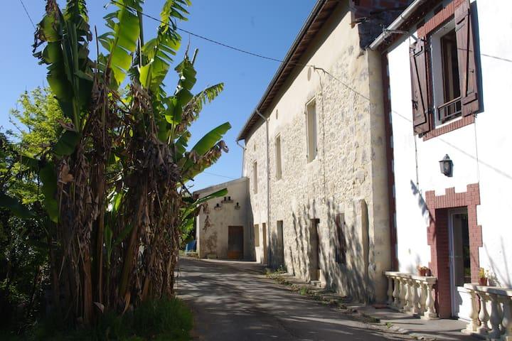 location estussan - Lavardac - Casa