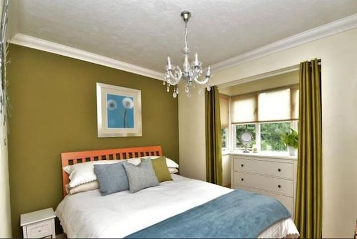 Modern Double Room close to M25 & M20 - Sutton at Hone