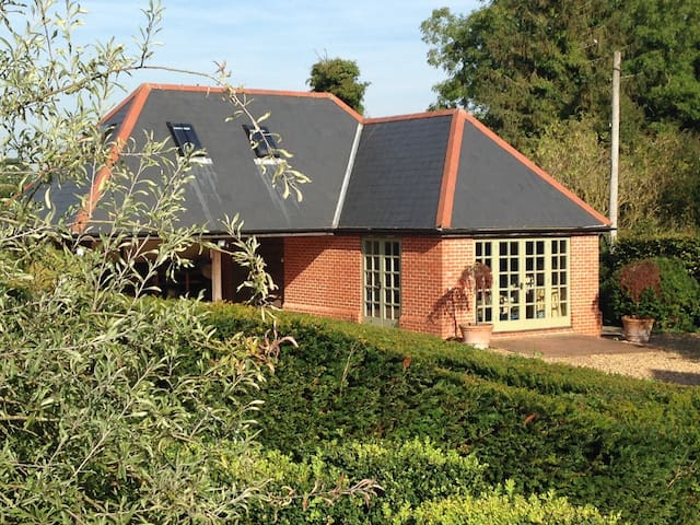 Self Contained Rural Barn - Winslade - Bed & Breakfast