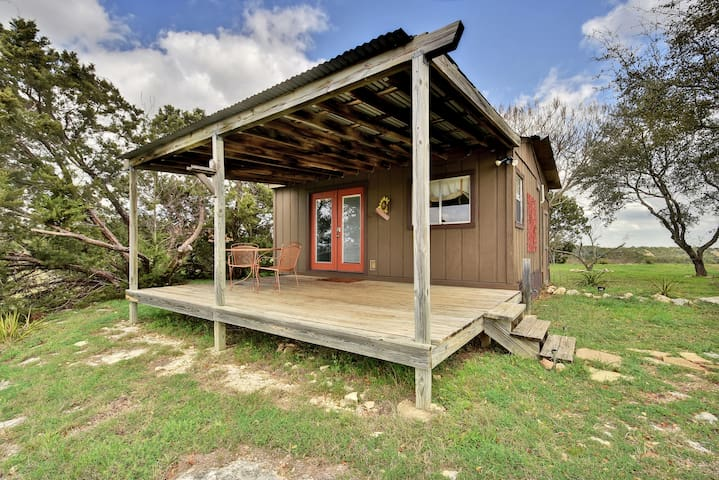 Guest House with Front Porch - Spicewood - Chatka