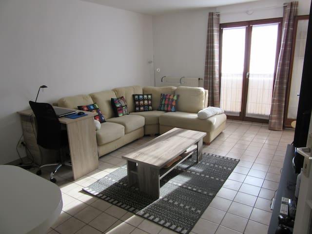 Appartement 1 chambre séparée avec balcon - Chambéry - Apartemen