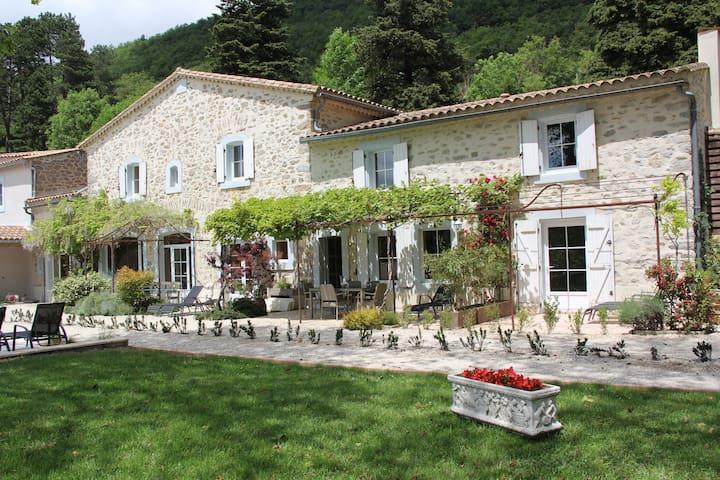 Les Jardins de Soulane ( site Web et Face Book ) - Belcastel-et-Buc - Aamiaismajoitus