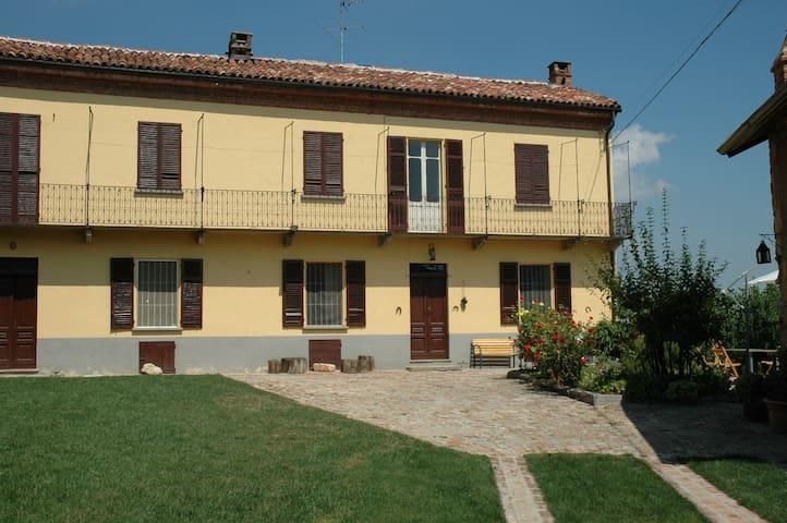 Monferrato astigiano residenza di campagna - Grana - Rumah