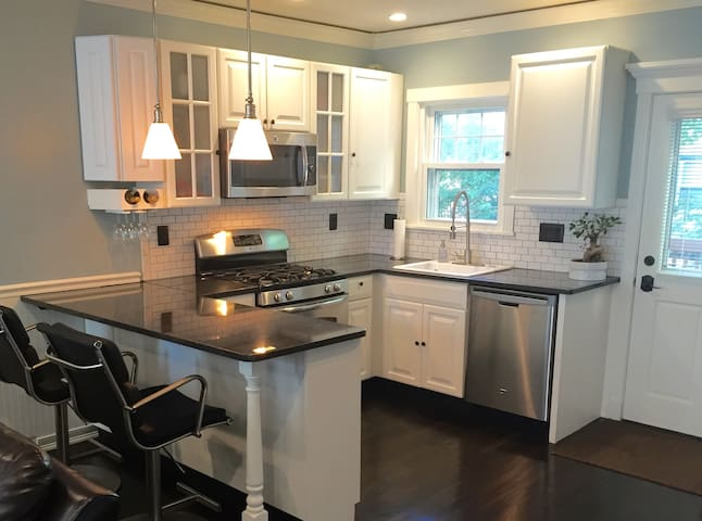Modern 3BD+ private home-near BCEC - Boston - Casa