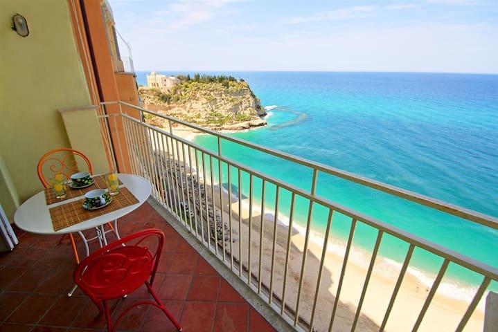 Sea View Balcony into the Cliffs - Tropea - Leilighet
