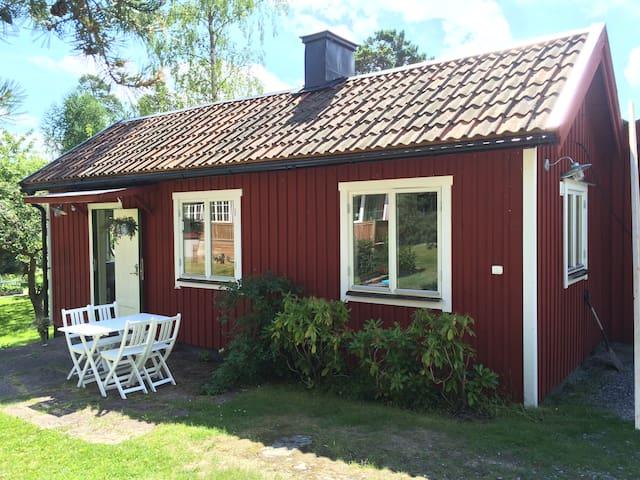Cozy guesthouse by the sea - Saltsjöbaden - Casa
