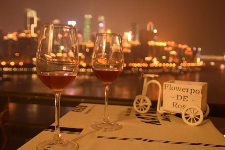 漫时光—Warm.解放碑江边的浪漫赏一线江景大床红酒屋,10分钟到洪崖洞朝天门 - Chongqing