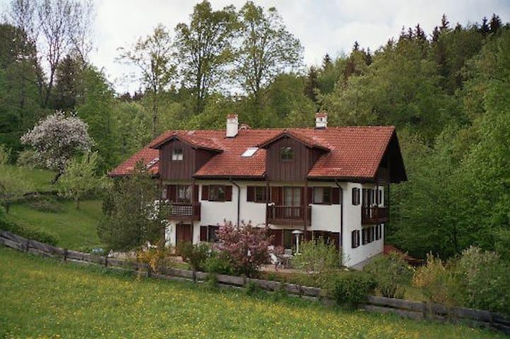 Bad Tölz: Ferienwohnung mit Panoramablick - Wackersberg - Daire