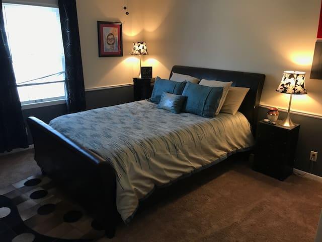 Charming room w/DIRECTV & Wifi - Jonesboro - Maison