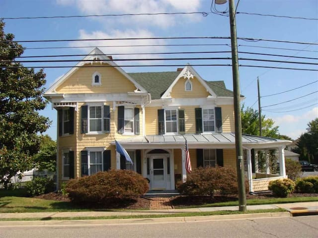 Historic Queen Anne House in Town of Bridgewater - Bridgewater - Casa