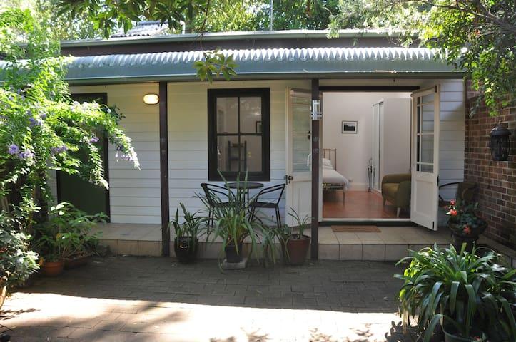 Quiet studio and garden in interesting Inner West - Summer Hill