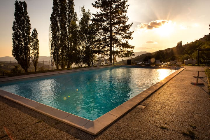 Awesome apartment in 1500 Villa with splendid view - Rufina - Lägenhet
