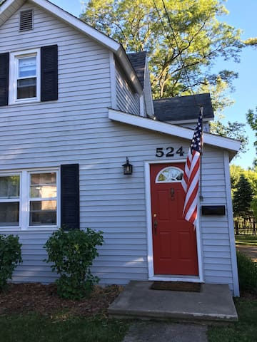 Cozy Home in downtown Petoskey - Petoskey - Huis