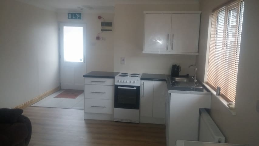 Studio apartment with seperate entrance - Dunboyne - Apartemen