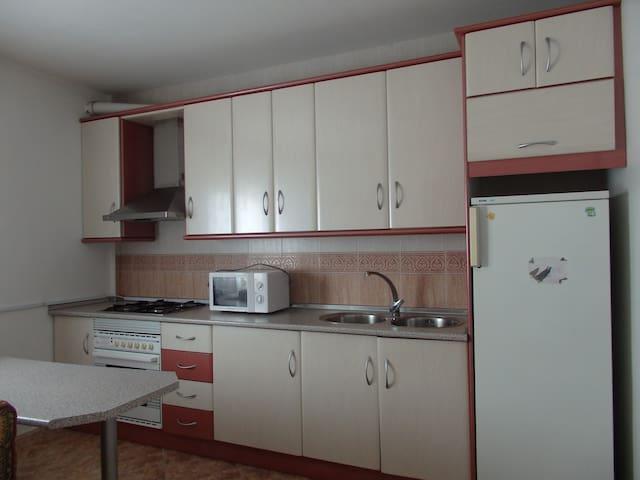 Apartamento completo, 2ºB - Caniles - Departamento