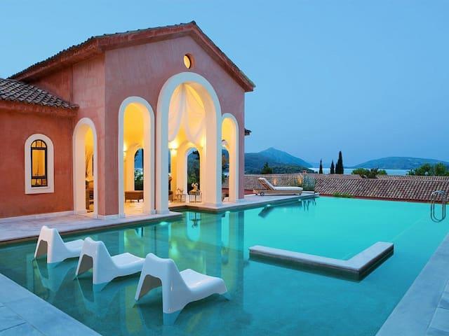 Villa Veneziano with private pool - Pireas - 別荘