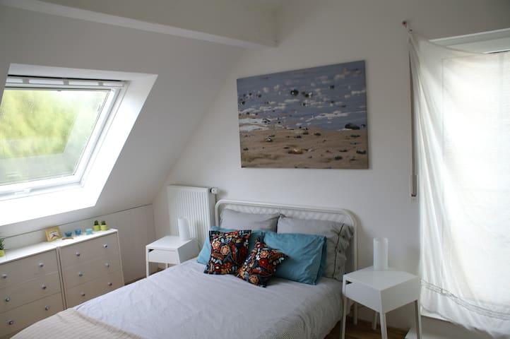 bright, quiet attic room - Aachen - Talo