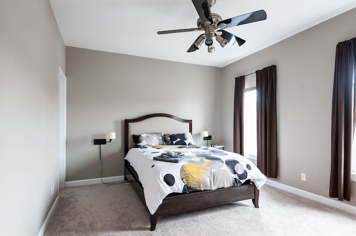 Master Bedroom, H2 - St. Louis - Talo