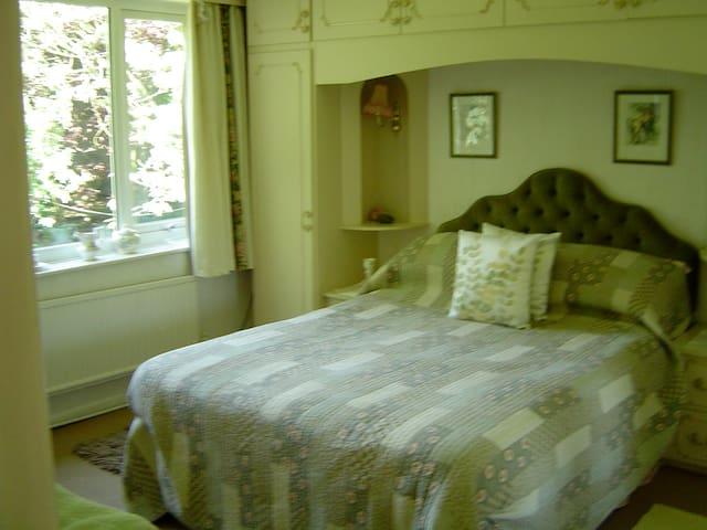 Bed & Breakfast - Room 3 - Stalybridge - Bed & Breakfast