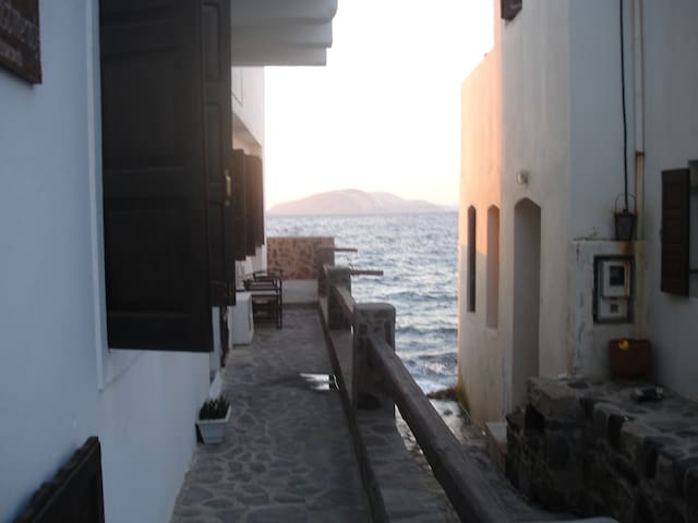 BEAUTIFUL LARGE HOUSE ABOVE THE SEA - Nisyros - Appartement