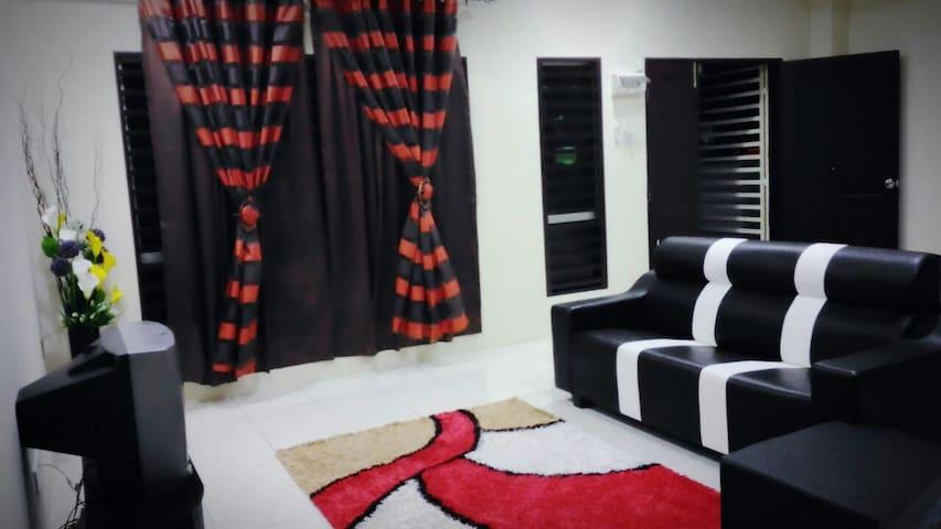 ROOM 3 @ Tihany Homestay Seri Iskandar - Seri Iskandar - Casa