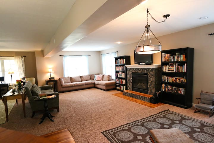 Perfect Spacious Gathering Home - Bloomington - Hus