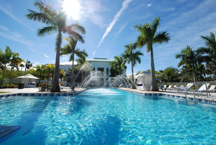 Giant 3BR/4BA for 8 guests by the golf course - Doral - Lägenhet