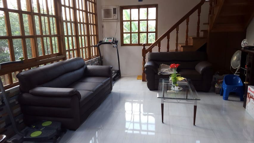 FULLY-FURNISHED RESTHOUSE+VERANDA+NEARBY POOLS - Mataasnakahoy - Rumah liburan