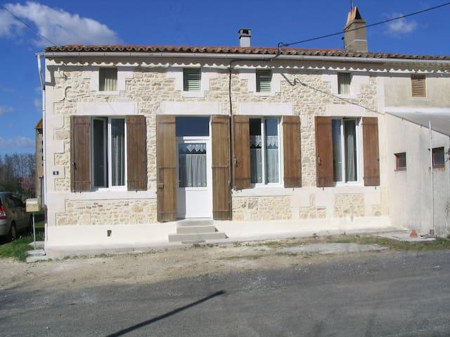 Petite maison campagnarde dans le Nord Gironde. - Saint-Ciers-sur-Gironde - Hus